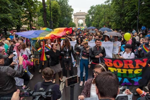 Ce vrea comunitatea LGBT? Vasile Ernu în discuţie cu Vlad Levente Viski, activist LGBT şi preşedintele organizaţiei MozaiQ