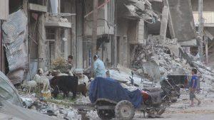 Civili în Daraya în timpul asediului când nu intrau alimente. Acum au fost toti expulzati de acolo. Foto cedată de Consiliul Local din Daraya.