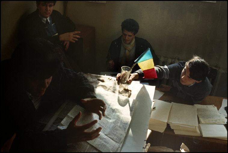 O reuniune a membrilor mişcării tineretului democrat, 1990-91. Gheoghii Pinhasov.